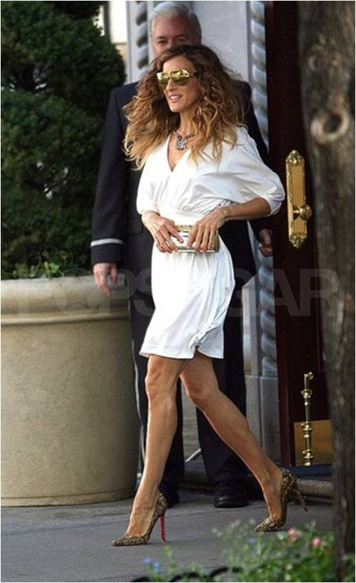 SATC2_Carrie_white dress_golden loubs_01