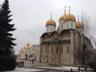 Cathédrale de la Dormition et vue sur la cathédrale de l'Annonciation au Kremlin