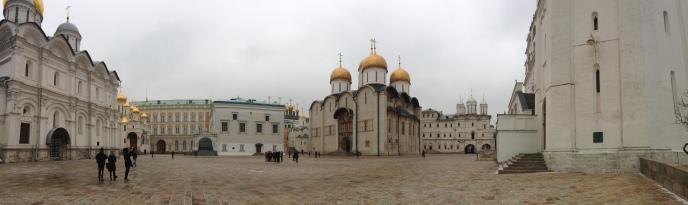 Vue panoramique des cathédrales et églises du Kremlin
