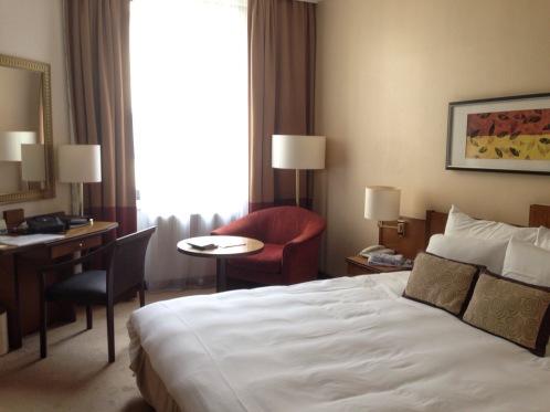 Notre chambre au Corinthia, confortable et fonctionnelle